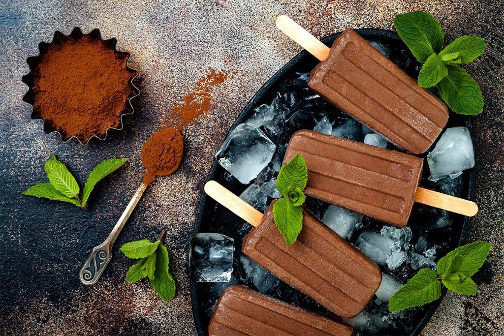 polos de chocolate negro y leche condensada