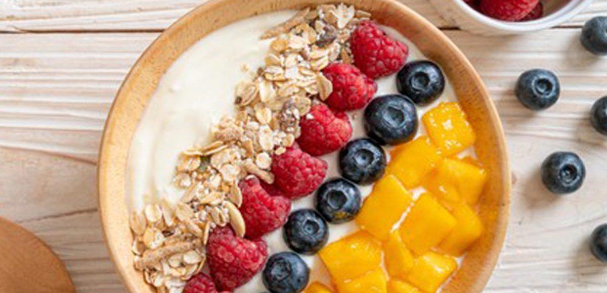 bol de yogur natural leche condensada milvalles y fruta